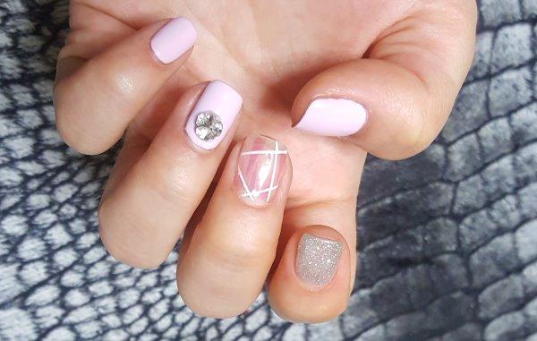 Розовый маникюр на короткие ногти.
