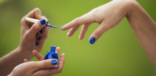 Синий дизайн ногтей.